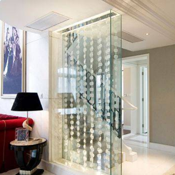 What and how to choose the decorative glass