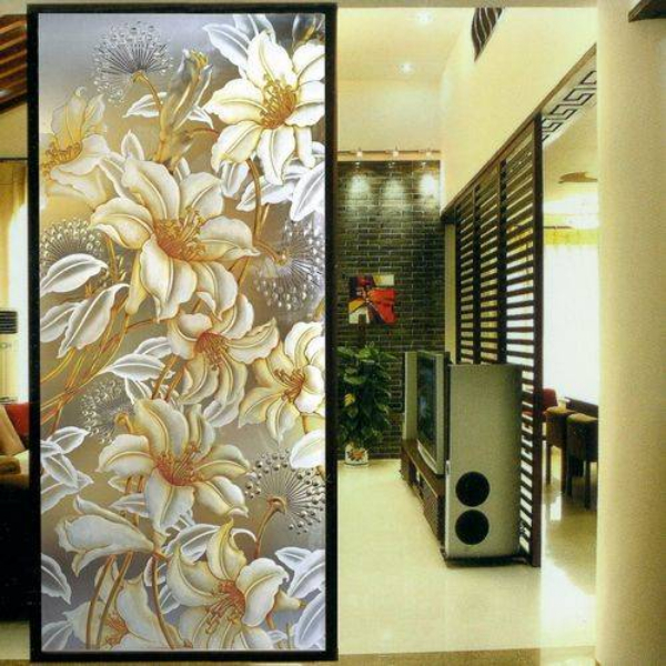 Decorative glass is also increasingly favored by designers and owners.