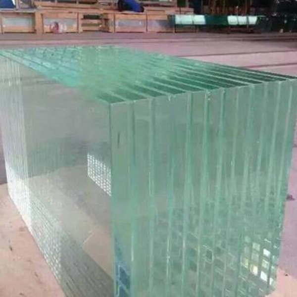 Comparison between laminated glass and tempered glass